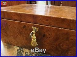 A Charming Late Georgian Box, Burr Elm, Lovely Colour. Jewellery, Trinkets Etc