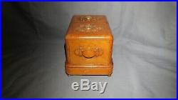 AN UNUSUAL EARLY 20th CENTURY GERMAN JEWELLERY BOX
