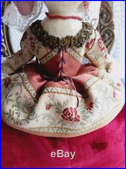 Antique-styled wooden jewellery box queen Anne doll by D. Vistavna