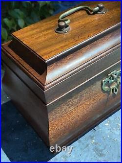 Vintage Colonial Williamsburg 4CWXX Mahogany Wood Tea Caddy Jewelry Box Chest